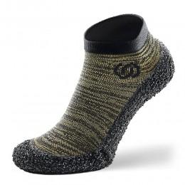 حذاء بجوارب بيرفوت لون اسود واخضر من ماركة سكينرز