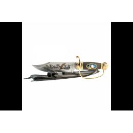 سكين للرحلات من الرمايه لها شكل مميز